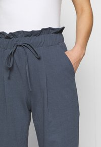 ONLY - ONLKIRAS LIFE PANTS - Trousers - ombre blue - 3