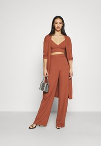 Missguided - RIBBED CARDIGAN, BRALET AND WIDE LEG TROUSER SET - Top - brown - 1