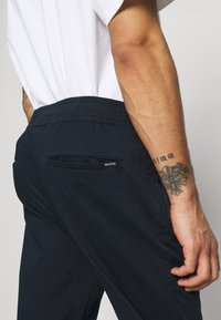 Hollister Co. - TAPER - Trousers - navy - 4