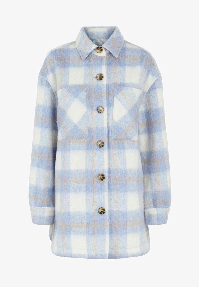 PCAMALIA LONG SHACKET - Halflange jas - kentucky blue