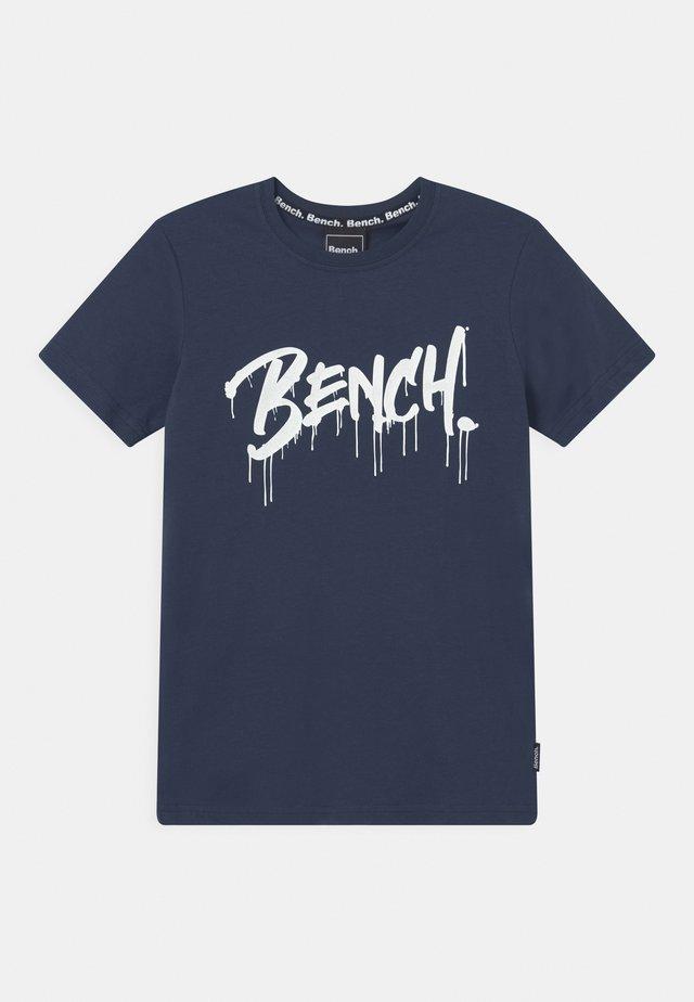 SANDSEND - T-shirt con stampa - navy