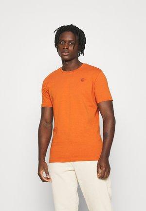 ALDER OWL BADGE - Basic T-shirt - rust