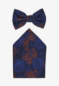 Burton Menswear London - CHINA BOW TIE AND MATCHING POCKET SQUARE SET - Pocket square - navy - 1