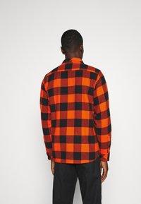 Dickies - SACRAMENTO - Overhemd - bright orange - 2