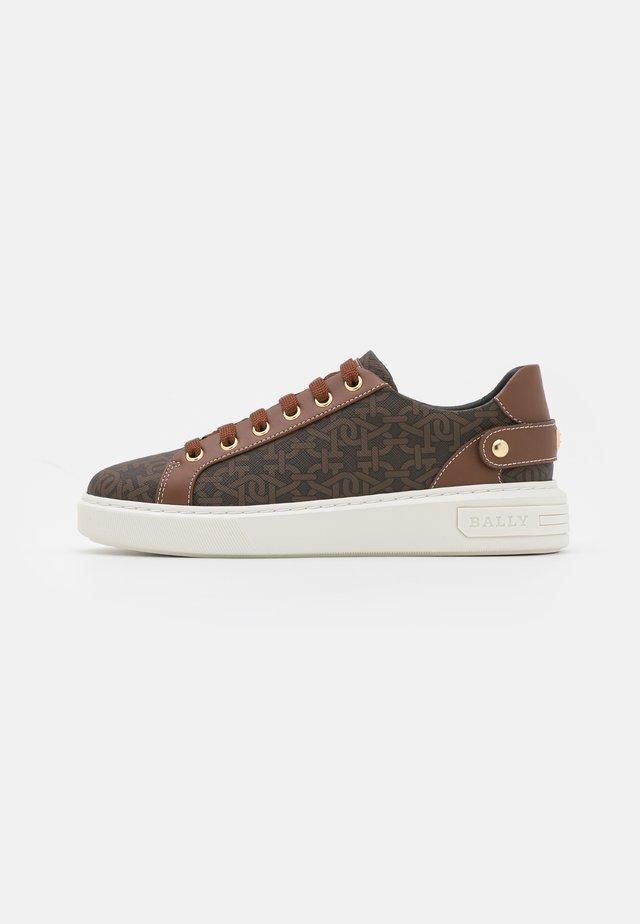 MALYA - Sneakersy niskie - brown