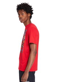 Timberland - T-shirt med print - barbados cherry - 2