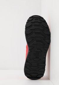 The North Face - WOMEN'S ACTIVIST LITE - Hikingsko - cayenne red/black - 4