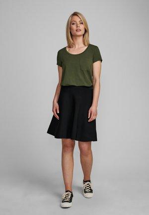Basic T-shirt - deep depth
