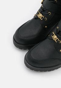 Versace Jeans Couture - Lace-up boots - nero - 4