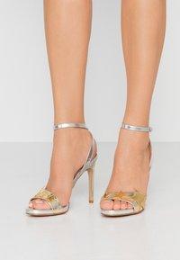 Liu Jo Jeans - CLAIRE - Sandály na vysokém podpatku - light gold/silver - 0