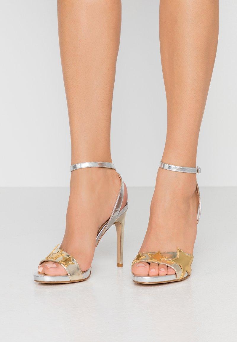 Liu Jo Jeans - CLAIRE - Sandály na vysokém podpatku - light gold/silver