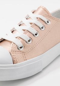 Cotton On - CLASSIC TRAINER LACE UP - Tenisky - rose gold metallic - 2