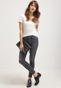 Vero Moda - VMLUA  - T-shirt basique - snow white - 1