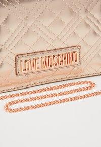 Love Moschino - Torba na ramię - rose gold - 2