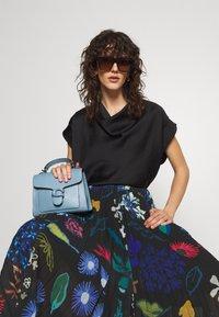 Paul Smith - PLEATED SKIRT - Pleated skirt - black - 3