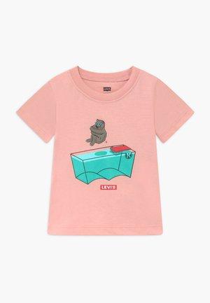 GRAPHIC TEE - Print T-shirt - light pink