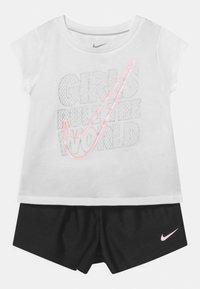 Nike Sportswear - PRACTICE PERFECT SET - Print T-shirt - black - 0