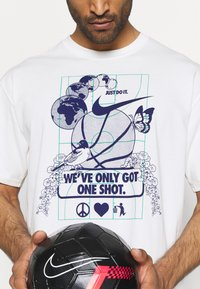 Nike Performance - WE VE ONLY GOT ONE SHOT TEE - Print T-shirt - pure - 5