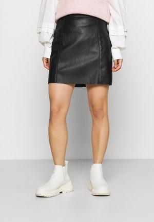 VMNORARIO SHORT SKIRT  - Spódnica mini - black