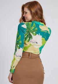 Guess - CLOUIS  - Button-down blouse - mehrfarbig, grün - 2