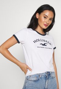 Hollister Co. - TECH CORE - T-shirt imprimé - white