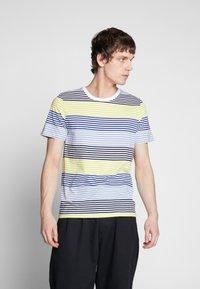 Jack & Jones - JCOARAF TEE CREW NECK - Camiseta estampada - sulphur spring - 0