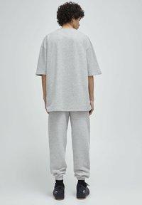 PULL&BEAR - Print T-shirt - grey - 2