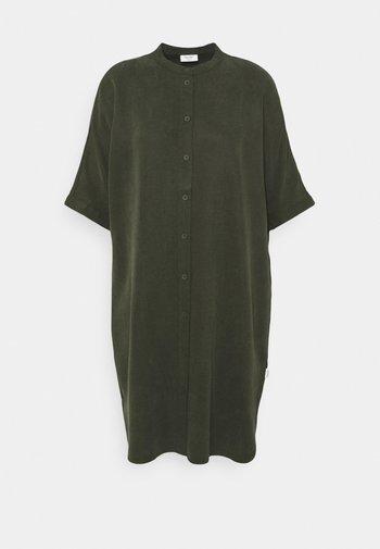 DRESS SHORT SLEEVE BUTTON PLACKET