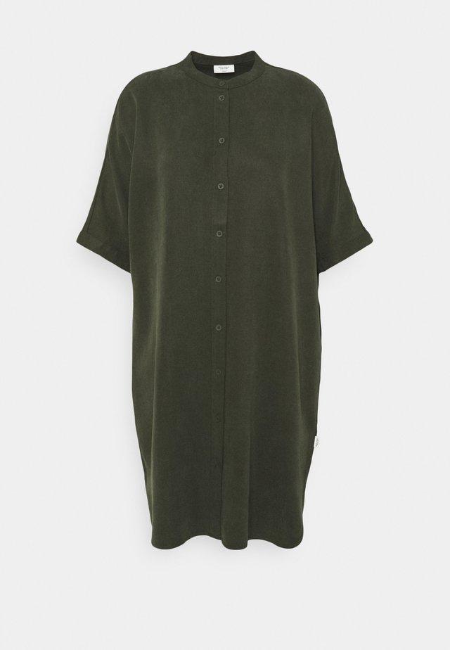 DRESS SHORT SLEEVE BUTTON PLACKET - Sukienka letnia - deep depth