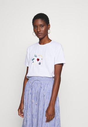 BEYAZ - Print T-shirt - white