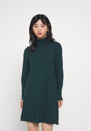 VMHAPPINESS ROLLNECK DRESS - Sukienka dzianinowa - sea moss