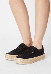 mtng - CARIBE - Sneakersy niskie - black - 0
