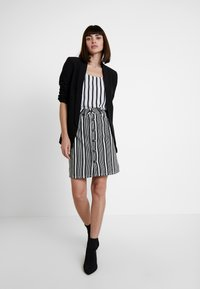 WHY7 - DANI SKIRT STRIPE - Denimová sukně - black/white - 1