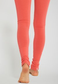 Yogasearcher - ASANA - Legging - coral - 4