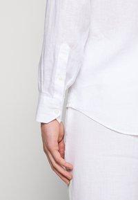 Frescobol Carioca - REGULAR - Shirt - white - 5