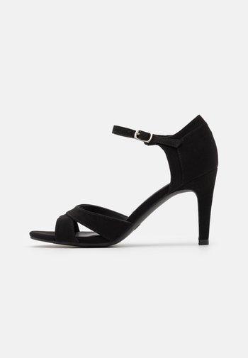Sandales à talons hauts