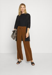 Noisy May - NMHENLEY SLEEVE CROPPED - Basic T-shirt - black - 1
