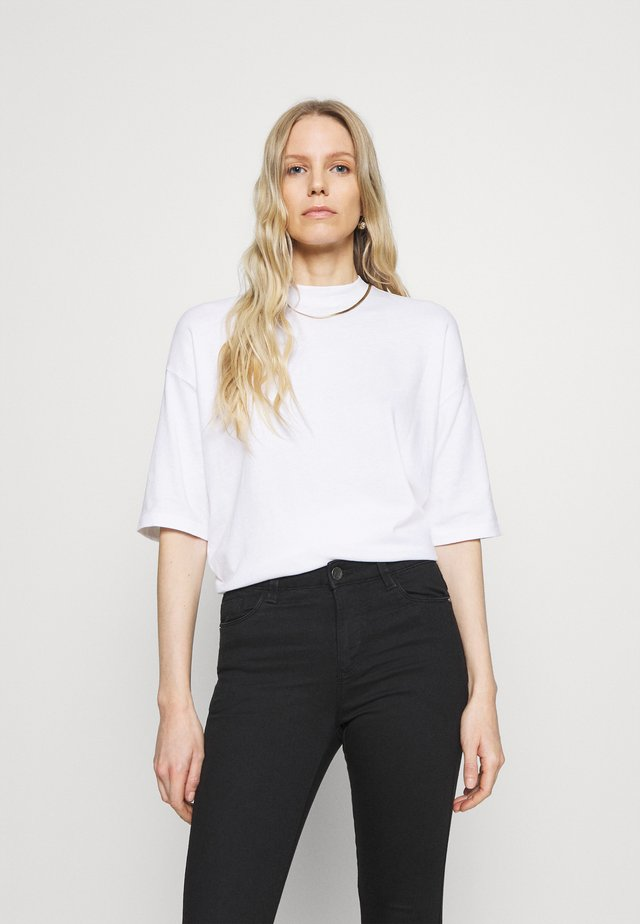 HIGH NECK - Camiseta básica - white
