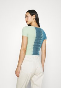 BDG Urban Outfitters - TIE DYE SCOOP BABY TEE - T-shirts med print - blue - 2