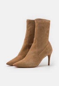 Pura Lopez - Classic ankle boots - montone - 2