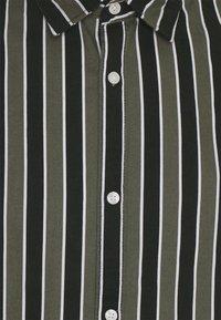 Jack & Jones - JJCHRIS STRIPE SHIRT - Skjorta - dusty olive - 6