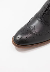 Base London - FOCUS - Smart lace-ups - waxy black - 5