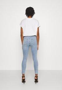 Good American - LEGS CROP - Jeans Skinny Fit - blue - 2
