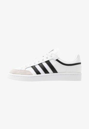 AMERICANA - Matalavartiset tennarit - footwear white/core black