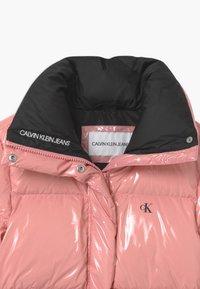 Calvin Klein Jeans - GLOSSY  PUFFER  - Kabát zprachového peří - pink - 2