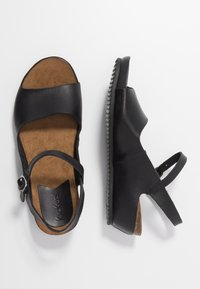 Kickers - TAKIKA - Wedge sandals - noir - 3