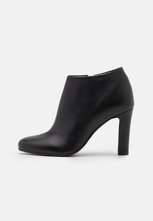High Heel Stiefelette - nero