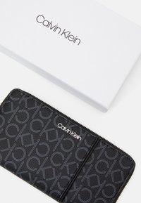 Calvin Klein - WALLET PIPING - Lommebok - black - 3