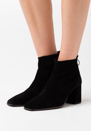 VMVIC - Ankle boots - black