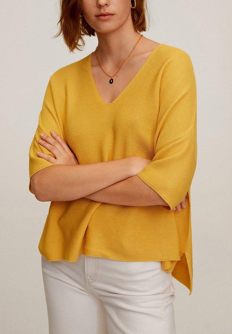 Mango - INES - T-shirt basic - moutarde